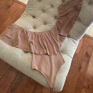 Tops - Cute off shoulder flare bodysuit